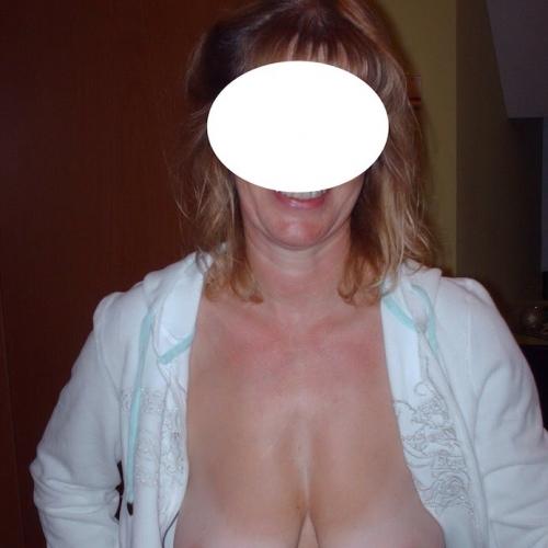 Laat je zalig erotisch masseren door een botergeile amateur dame