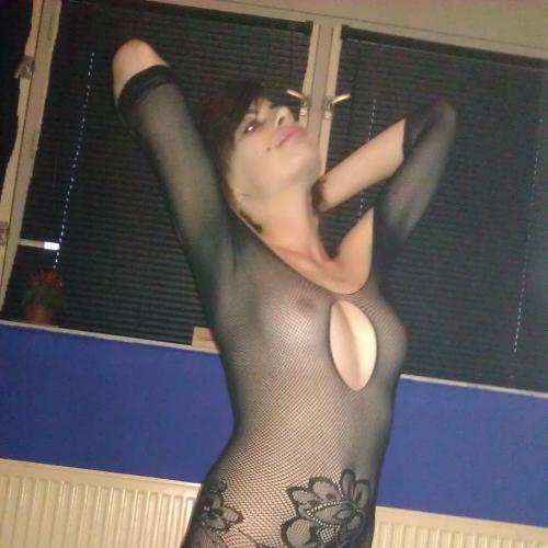 Huisvrouw van 23 Amsterdam dating