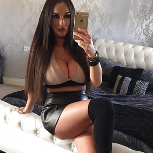 Laat je zalig erotisch masseren door een hoerige amateur