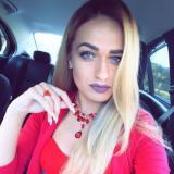 Sexy studente van 25 wil graag daten met een gezellige heer