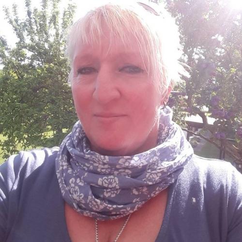 Gepijpt worden door 51-jarig dametje uit Zuid-Holland