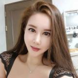 Eenzaam studente van 24 wil graag daten met een stoere heer