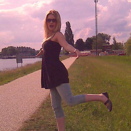 Denise82 (35) uit Zuid-Holland