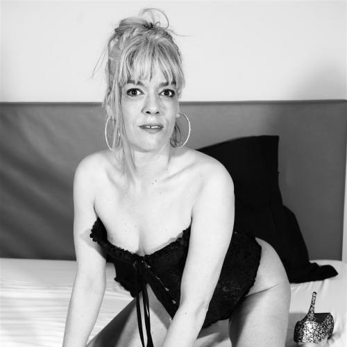 Laat je goed erotisch masseren door een botergeile amateur