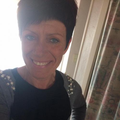 Gepijpt worden door 46-jarig vrouwtje uit West-Vlaanderen