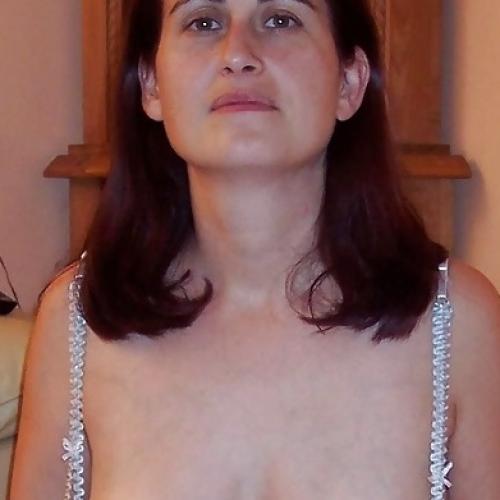 Laat je fijn afrukken door een sexy amateur dame