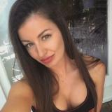 Sexy studente van 25 wil graag sex met een aangename vent