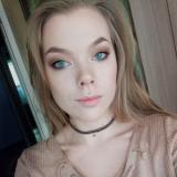 Eenzaam studente van 24 wil graag daten met een geile heer