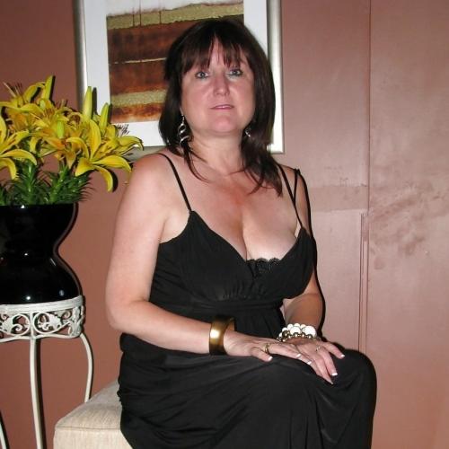 Gepijpt worden door 48-jarig vrouwtje uit Antwerpen