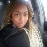 Eenzaam studente van 24 wil sexdaten met een aangename man