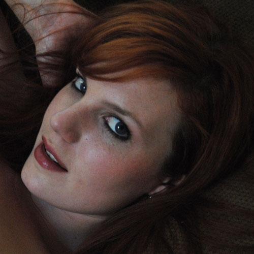 Laat je discreet zuigen door een sexy gezelschapsdame