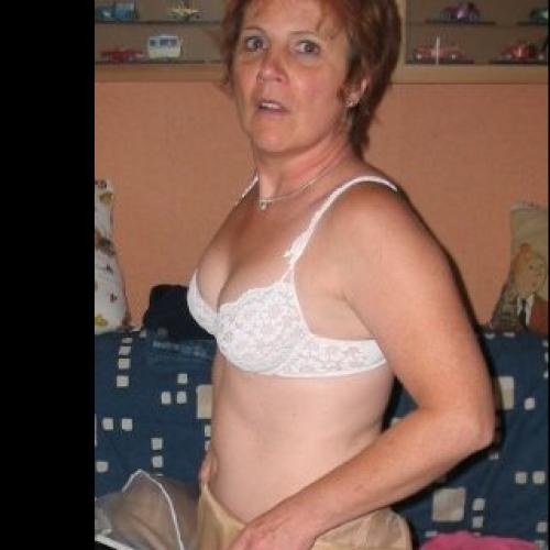 Gepijpt worden door 59-jarig dametje uit Gelderland