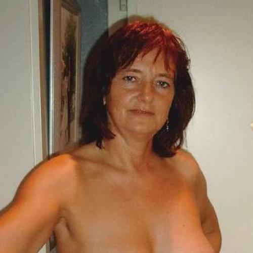 Gepijpt worden door 54-jarig dametje uit Drenthe