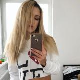 Lekker meisje van 21 wil smullen van sex met een gezellige man