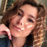 Eenzaam studente van 24 wil nu neuken met een sexy kerel