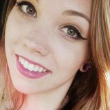 Heet meisje van 22 zoekt echte dates met een hete jongeman