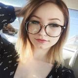 Single meisje van 23 zoekt echte dates met een stoere jongeman
